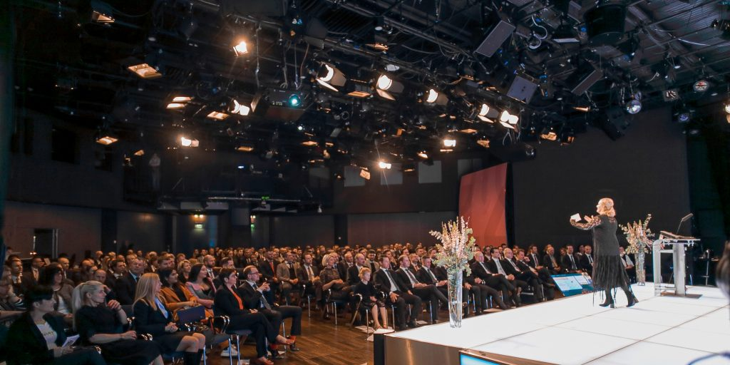 "ACTING FOR SUCCESS by Lena Reichmuth - ""ONE PICTURE IS WORTH A THOUSAND WORDS"" - A MOVIE TELLS THE WHOLE STORY - Keynote von und mit Lena Reichmuth"